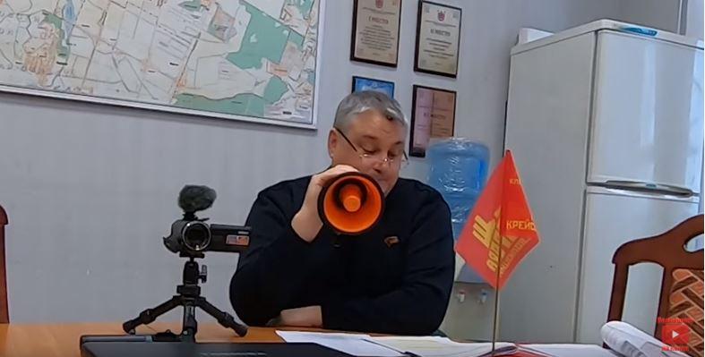 фото ЗакС политика Красный мегафон