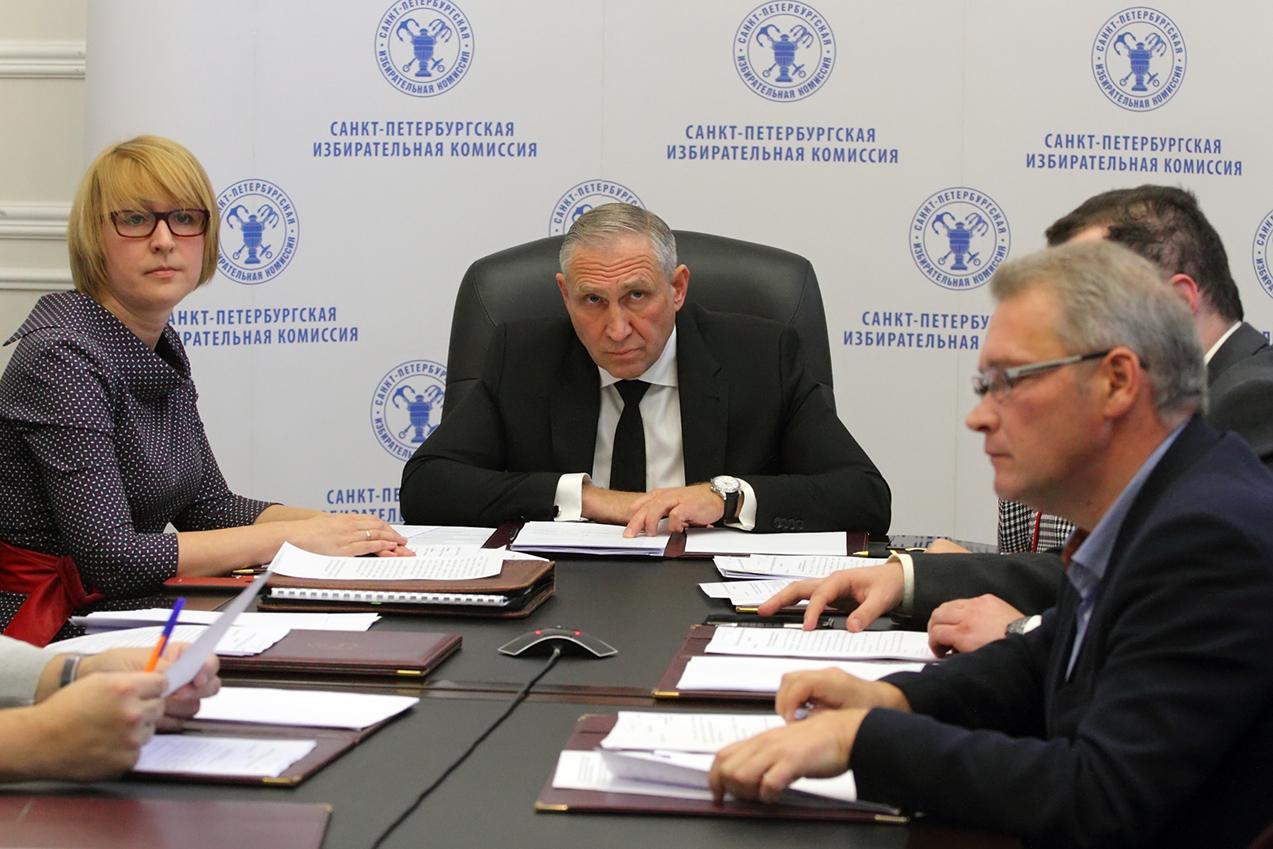 фото ЗакС политика Горизбирком ждет ответов от ЦИК и Роспотребнадзора для решения по довыборам в ЗакС