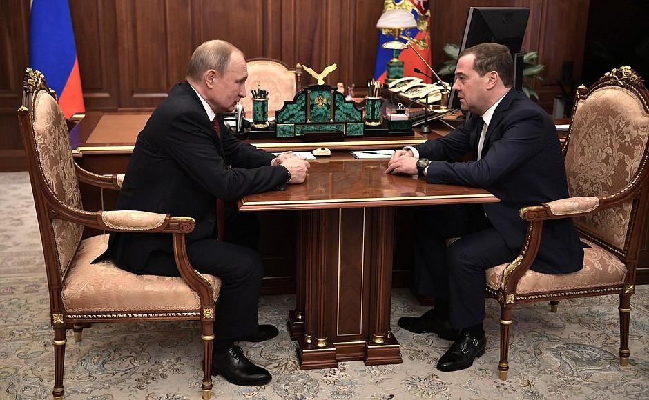 фото ЗакС политика Медведев объявил об отставке российского правительства