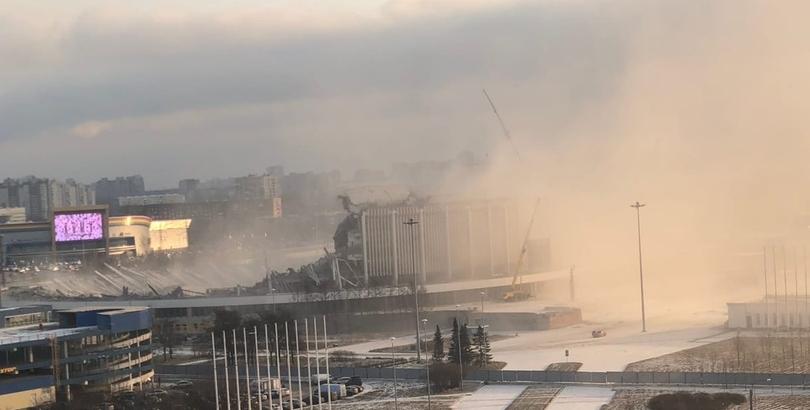 """фото ЗакС политика Крыша СКК """"Петербургский"""" рухнула при демонтаже здания"""