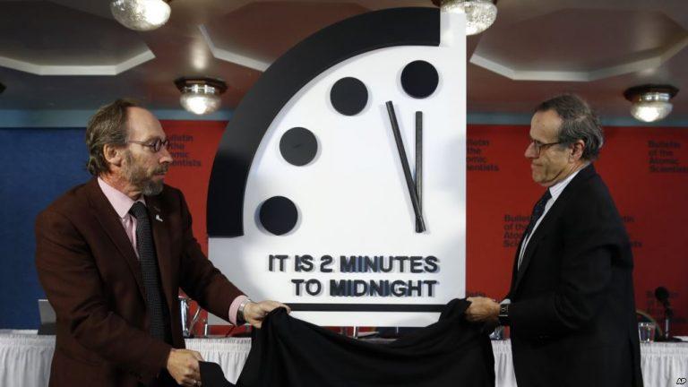 "фото ЗакС политика ""100 секунд до катастрофы"": Часы Судного дня перевели рекордно близко к полуночи"