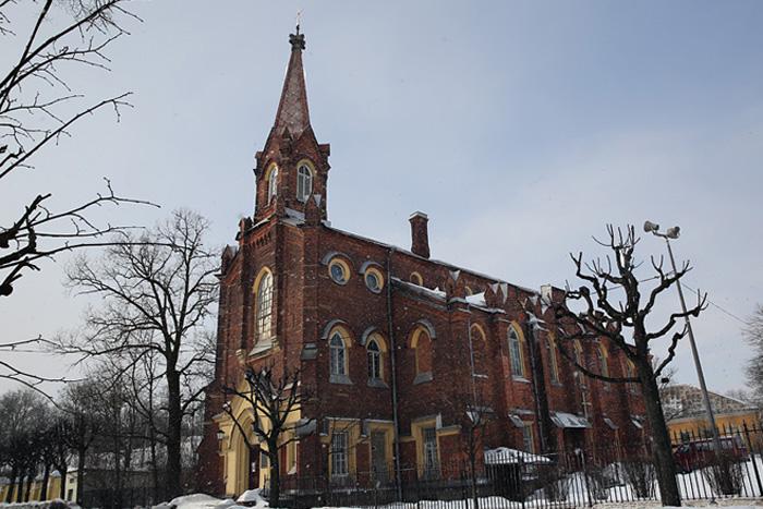 фото ЗакС политика Суд обязал владельцев лютеранской церкви в Пушкине заняться ее сохранением