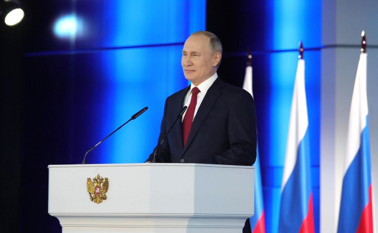 "фото ЗакС политика ""Скучно, девочки"": Путин отрицает наличие у него дворца под Геленджиком за 100 млрд рублей"