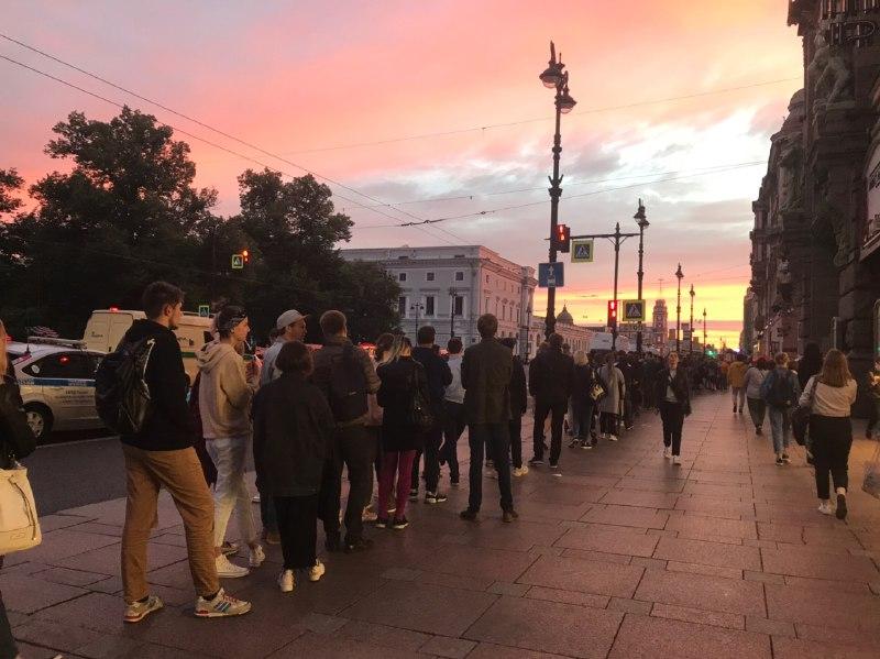 фото ЗакС политика Организаторы акции против поправок в Конституцию заявили, что собрали более 2,5 тысяч подписей в Петербурге