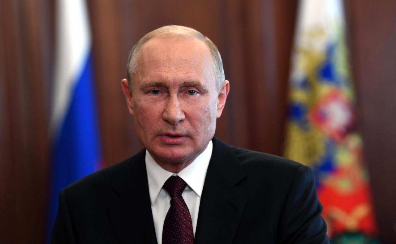 """фото ЗакС политика Песков о продаже забытой в отеле рубашки Путина на """"Авито"""": Такого быть не может"""