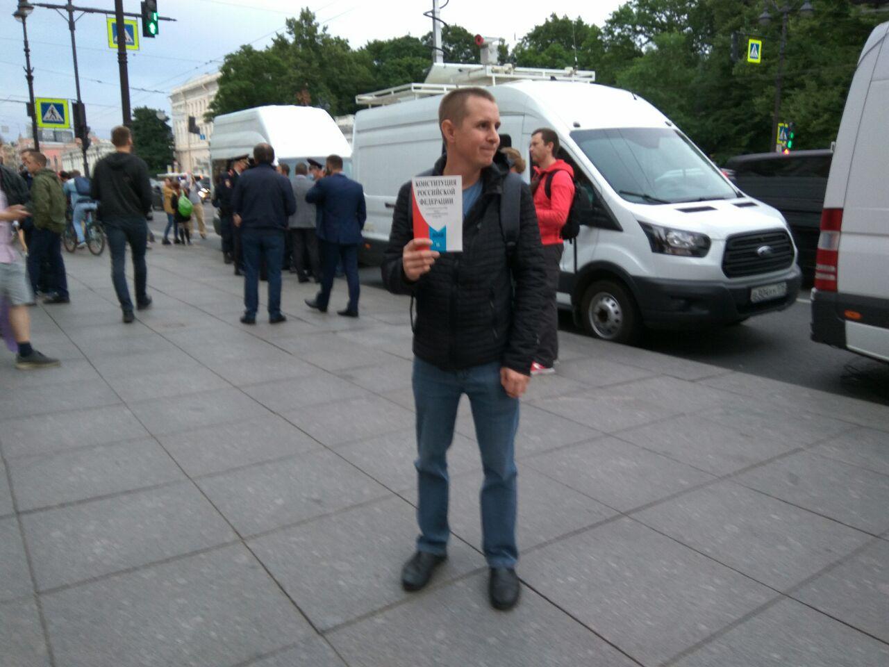"""Координатора """"Левого фронта"""" оштрафовали на 12 тысяч за участие в акции против """"обнуления"""""""