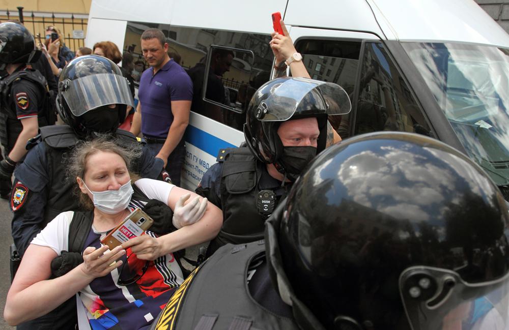 """Суд вернул в полицию дела активистов, задержанных после оглашения приговора по делу """"Сети"""""""