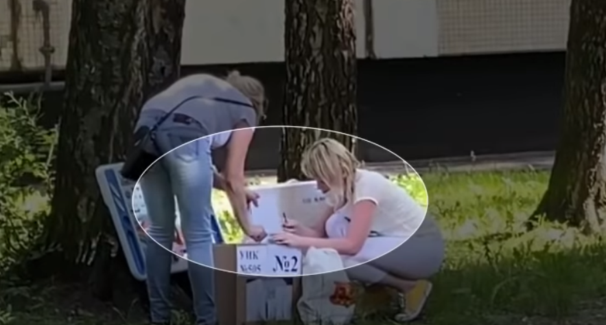 фото ЗакС политика Горизбирком: Двоих членов УИК №505 отстранили после видео с вероятным вбросом бюллетеней