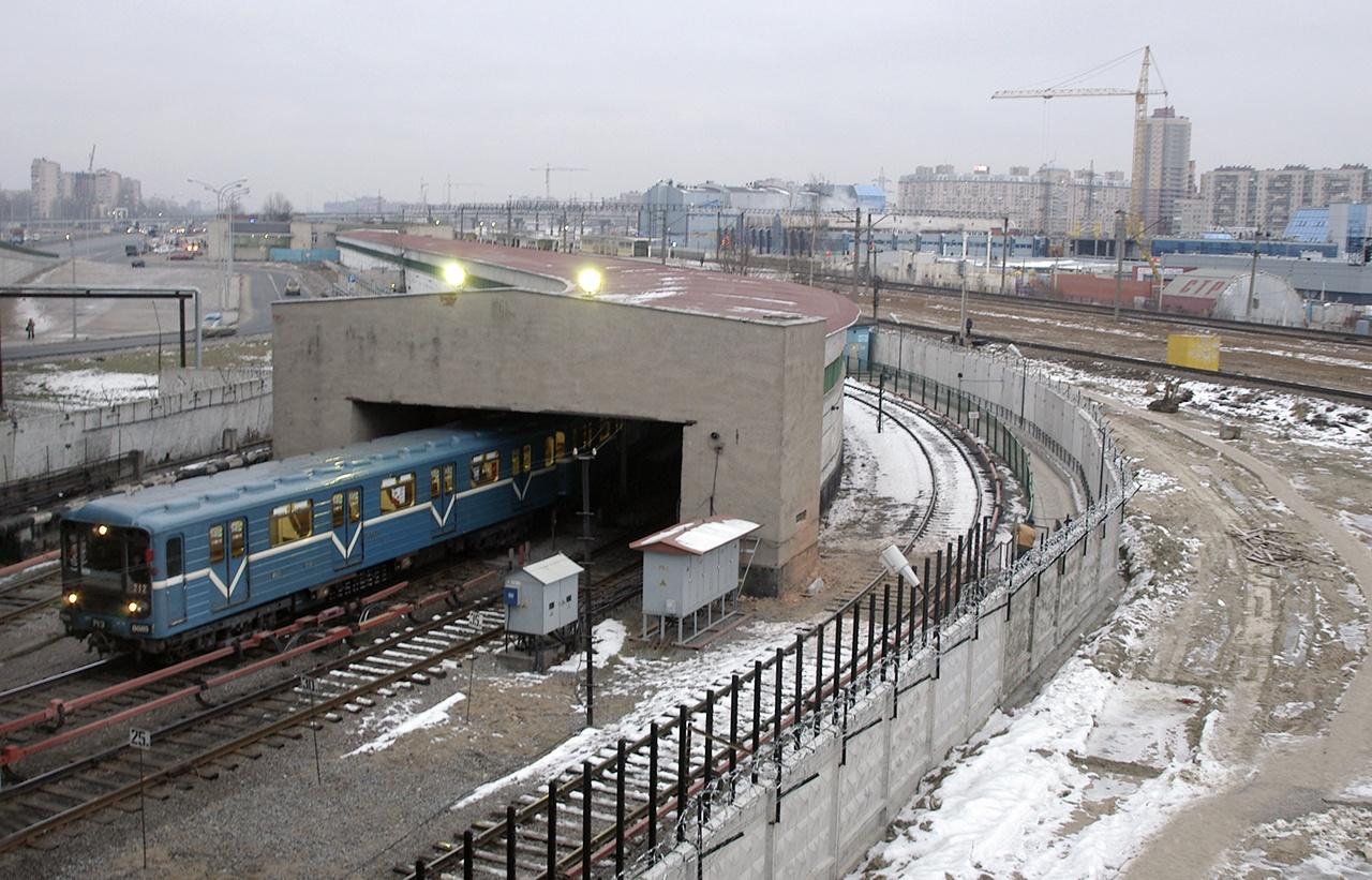 """Строительство """"коричневой"""" ветки метро Петербурга могут возобновить через пару недель"""