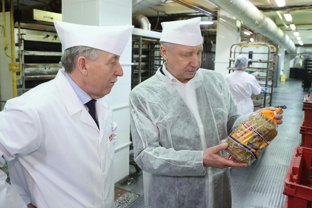 фото ЗакС политика Беглов проверил безопасность выпечки хлеба