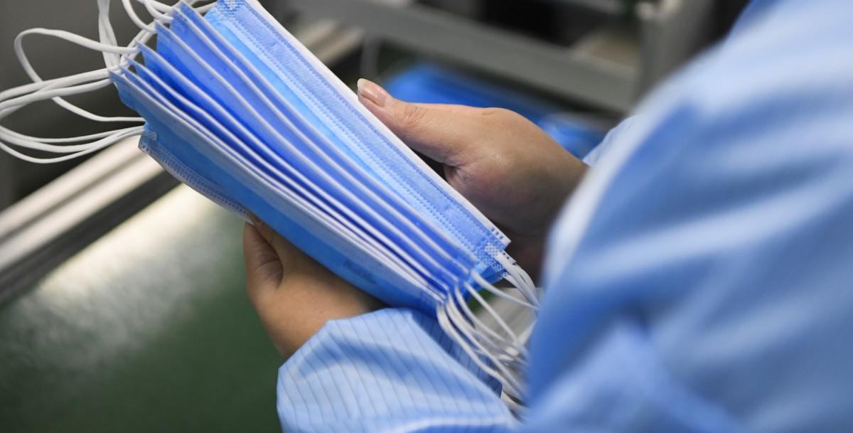 фото ЗакС политика Глава СПЧ: В 122 колониях России шьют 340 тысяч медицинских масок в день