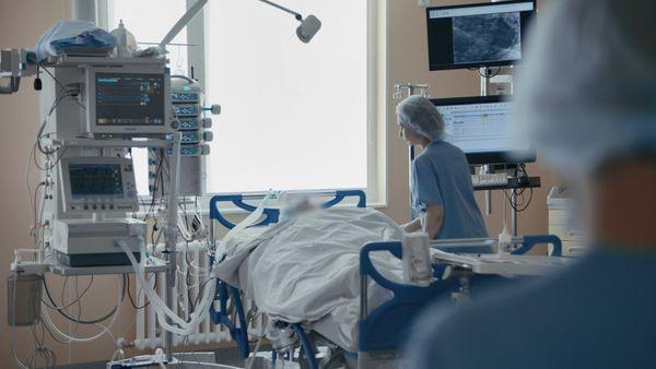 фото ЗакС политика Пациент с коронавирусом в Петербурге попал в реанимацию