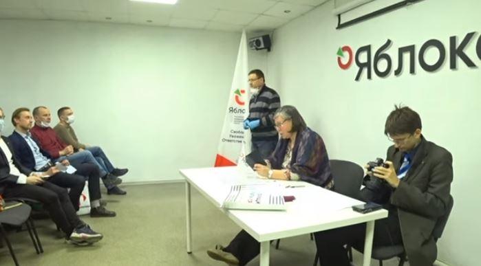 """фото ЗакС политика """"Яблоко"""" официально выдвинуло Кобринского кандидатом на довыборы в ЗакС"""