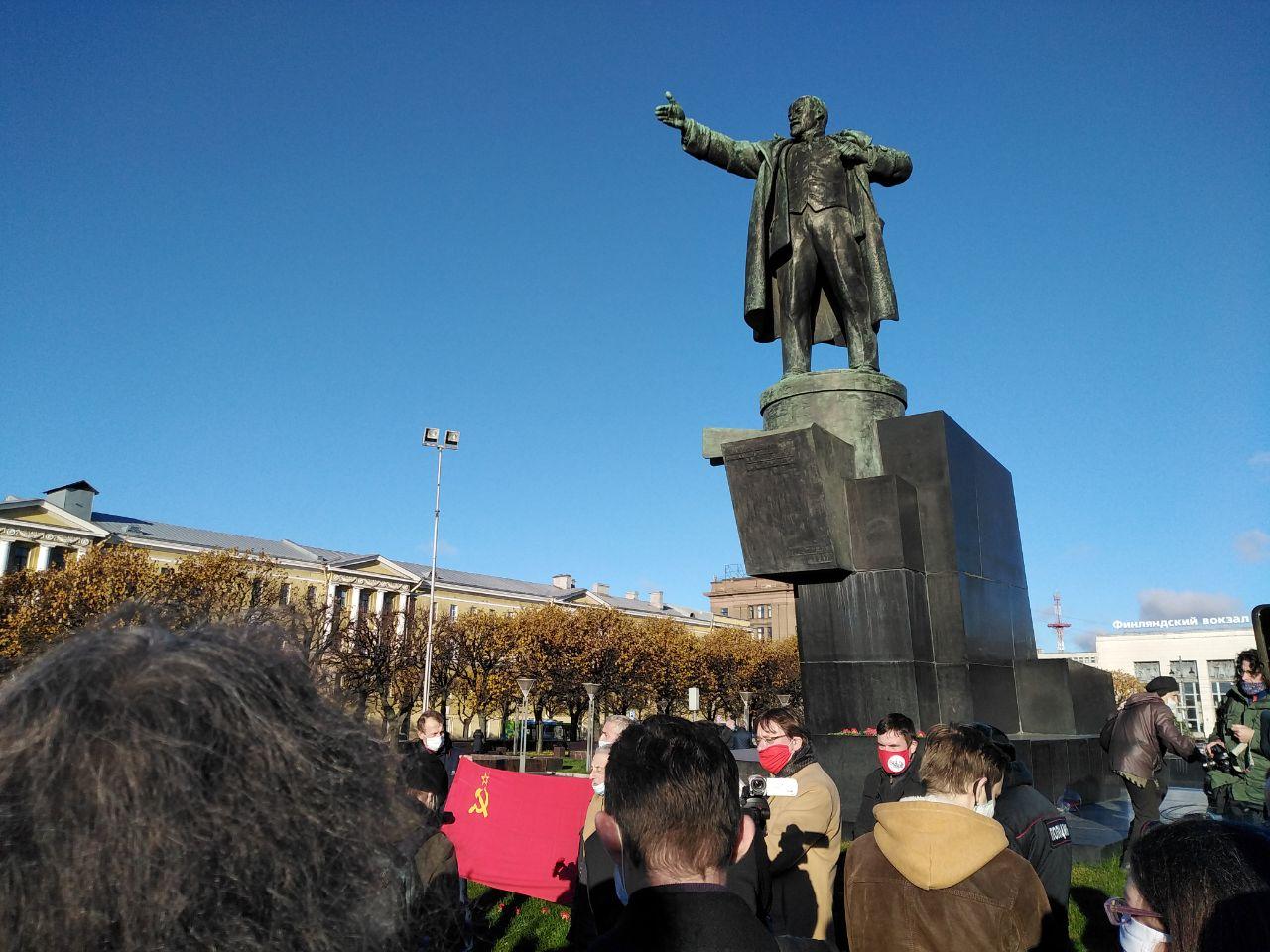 """фото ЗакС политика """"Другороссы"""" и РОТ-Фронт вышли на митинг к памятнику Ленина на Финляндском вокзале"""