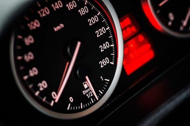 фото ЗакС политика В Госдуме призвали наказывать автомобилистов за превышение скорости на 1 км/ч