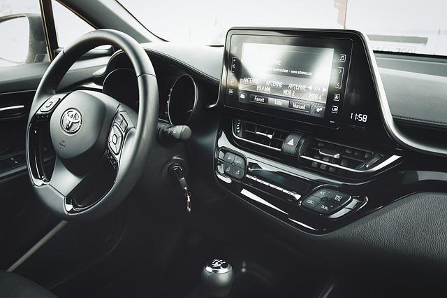 """фото ЗакС политика Администрация МО """"Московская застава"""" выделила 2,3 млн рублей на покупку Toyota Camry"""