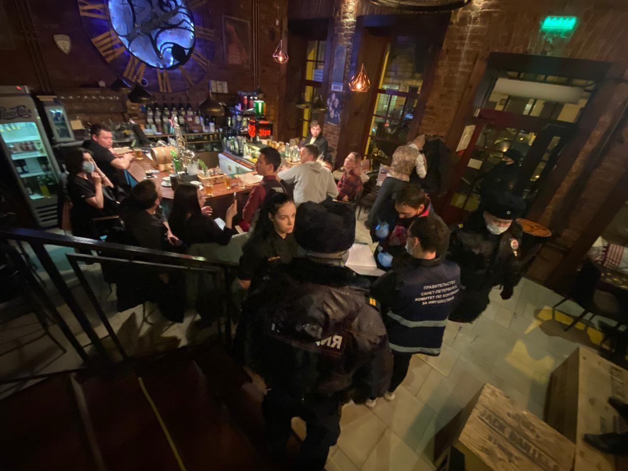 фото ЗакС политика На 13 баров Петербурга составили протоколы за работу в ночное время