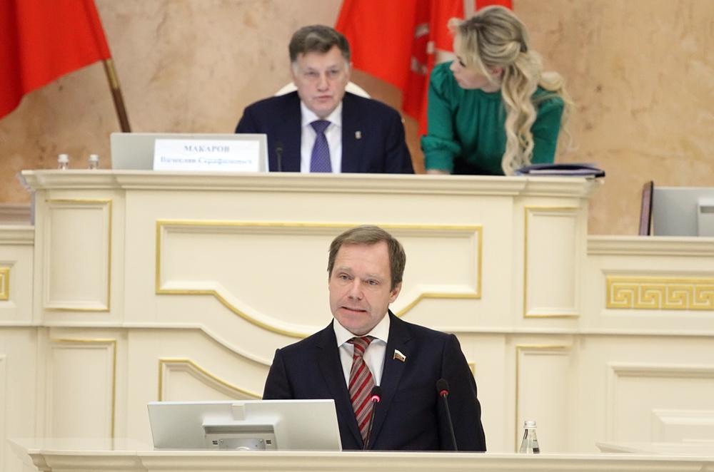 фото ЗакС политика Макаров о Кутепове: Круглосуточно выслушивает предложения и стремится их реализовать