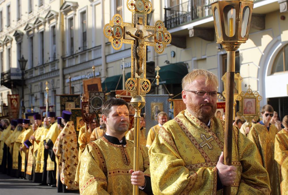 фото ЗакС политика Милонов настаивает на праве священников посещать коронавирусных больных