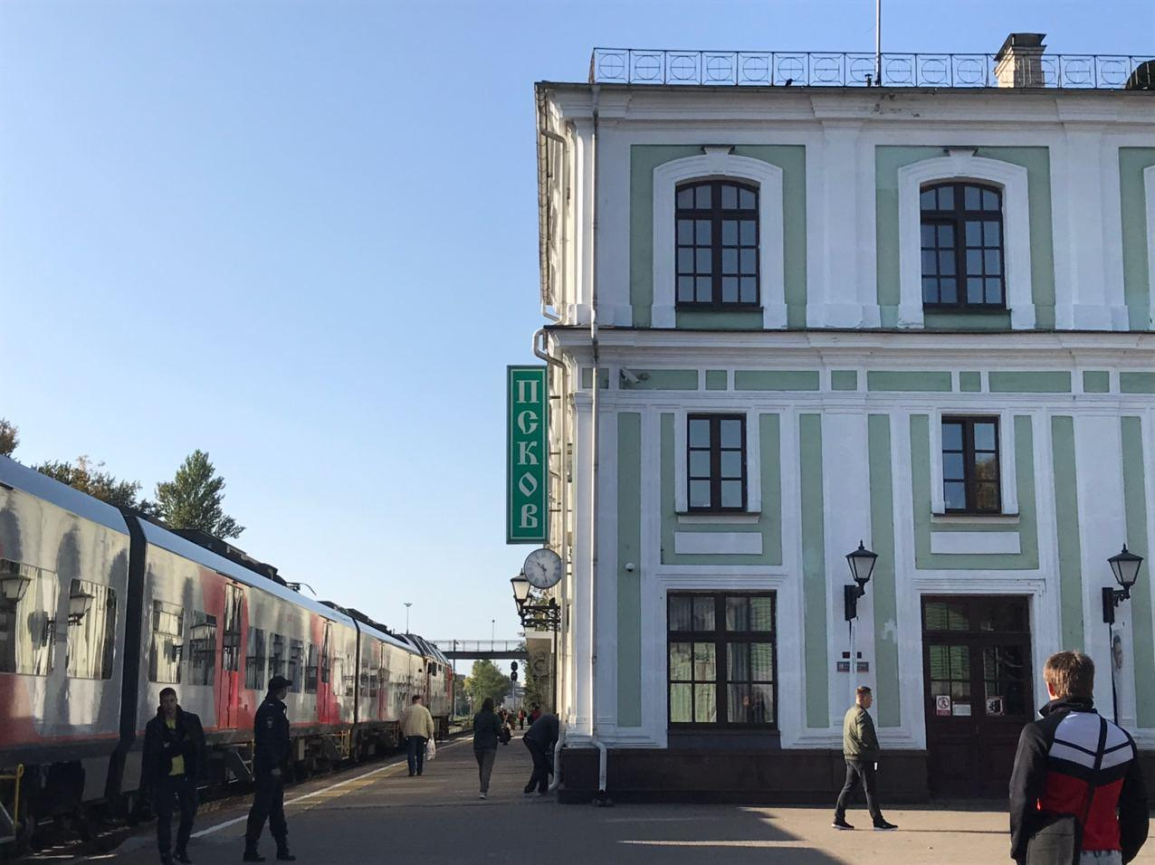 Пугающую ковидную динамику в Псковской области объяснили техническими причинами