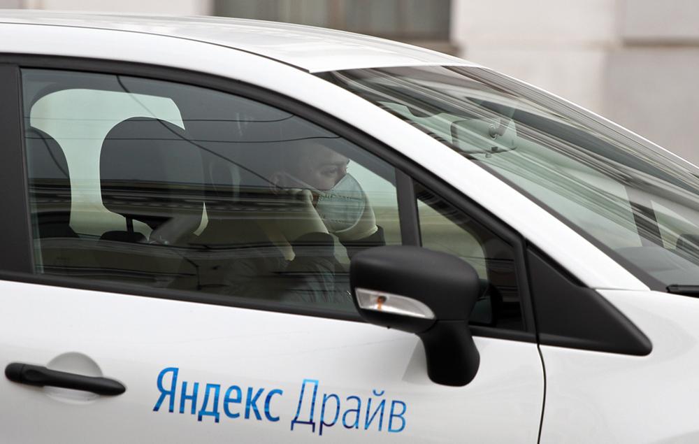 фото ЗакС политика За год Смольный потратил на социальное такси более 330 млн рублей