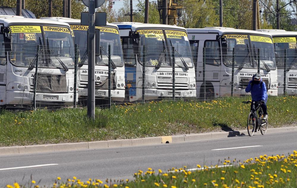 фото ЗакС политика Летом в Петербурге закроются более 30 коммерческих и социальных маршрутов автобусов