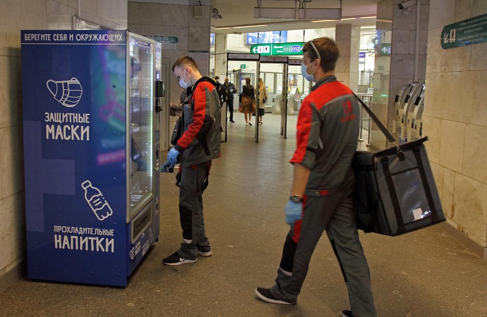 фото ЗакС политика Смольный продлил перчаточно-масочный режим на транспорте