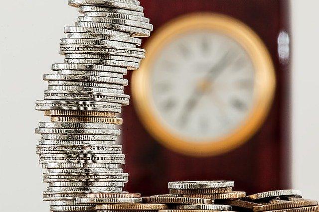 Прожиточный минимум в Петербурге вырос почти на 100 рублей
