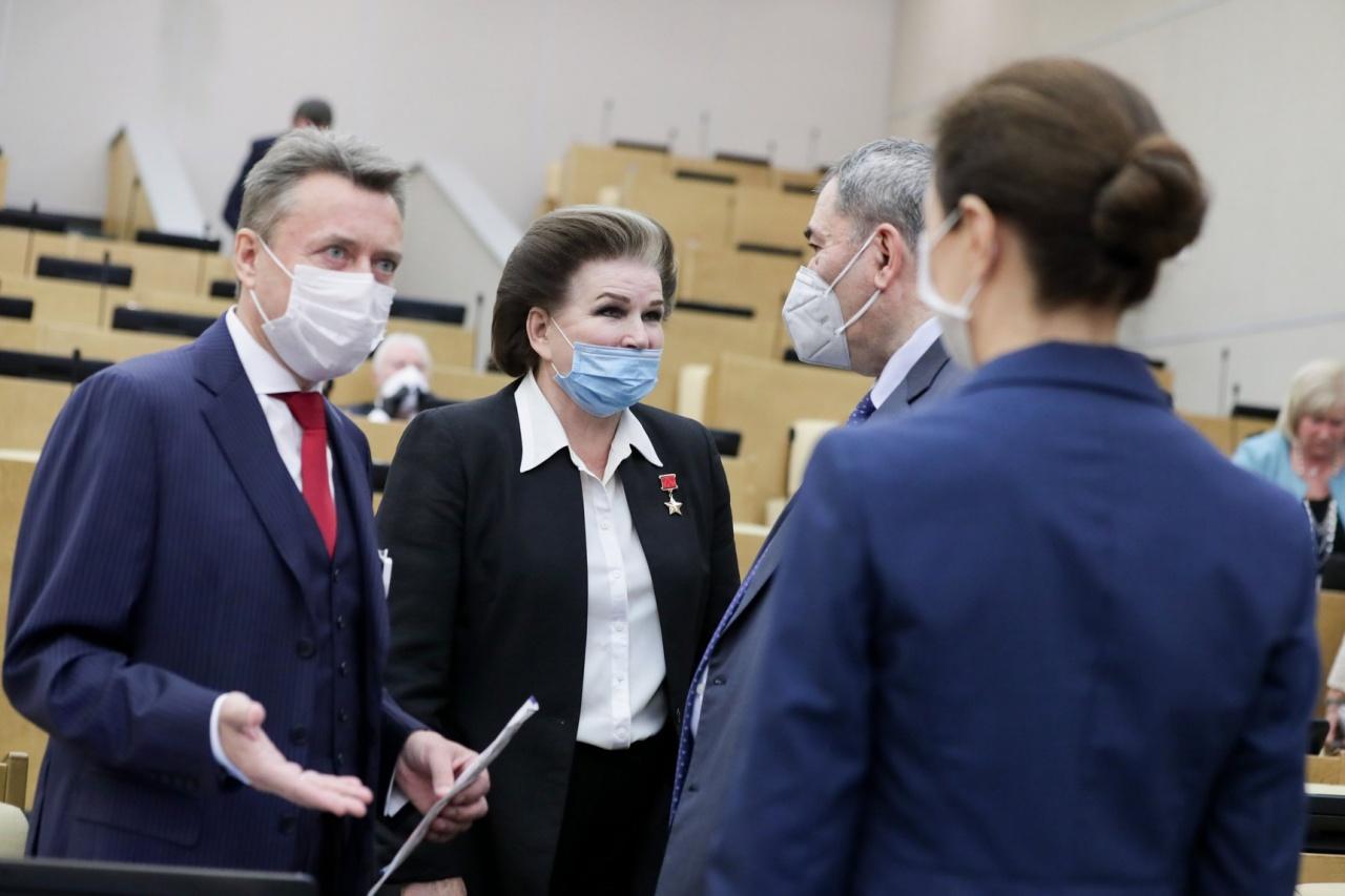 "фото ЗакС политика ""Ну разве можно так?"": Володин отчитал Терешкову за отказ уйти на удаленку"