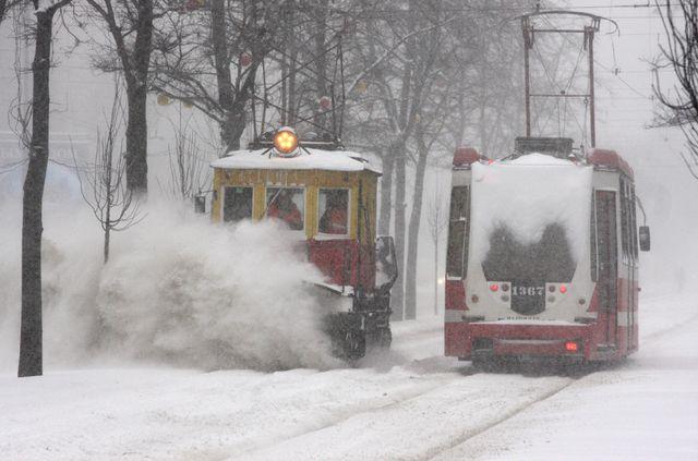 фото ЗакС политика Комблаг намерен полностью укомплектовать снегоуборочную технику к 15 октября