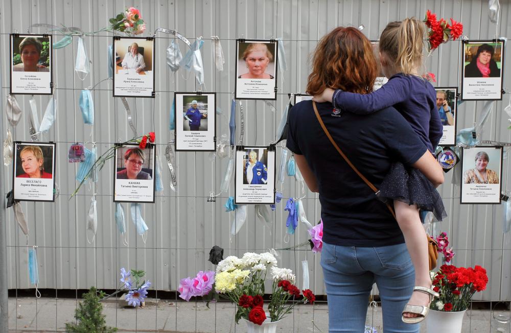 фото ЗакС политика Главу Петроградского района попросили выделить место под мемориал погибшим медикам