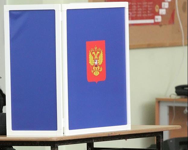 Корреспондента ЗАКС.Ру впустили на УИК №1043 только после вмешательства полицейского