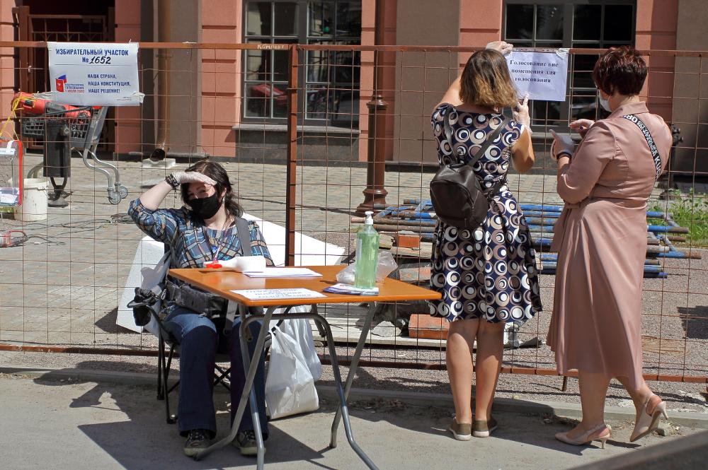 фото ЗакС политика Работавшим на голосовании по Конституции членам УИК Петербурга заплатят 13,7 тысяч рублей