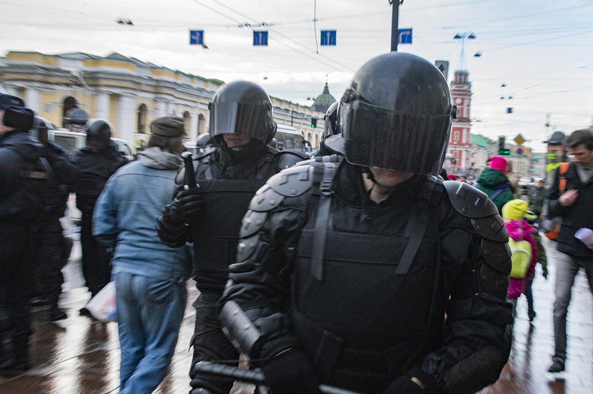 """фото ЗакС политика Илью Ткаченко задержали за майские пикеты """"Стратегии-18"""""""