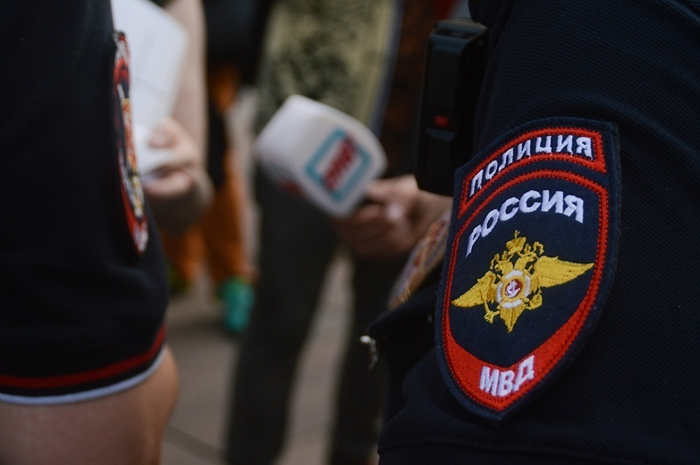 фото ЗакС политика Максима Леонидова отпустили из полиции с протоколом о нарушении режима самоизоляции