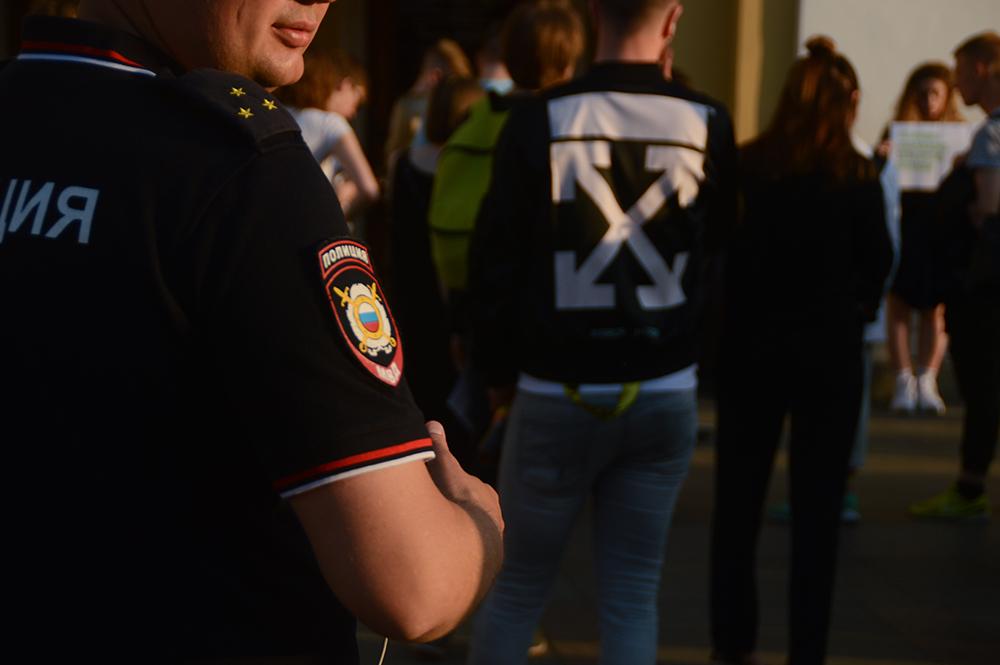 """фото ЗакС политика Поддерживавший Шиес экоактивист задержан за акцию с манекенами-""""единороссами"""""""