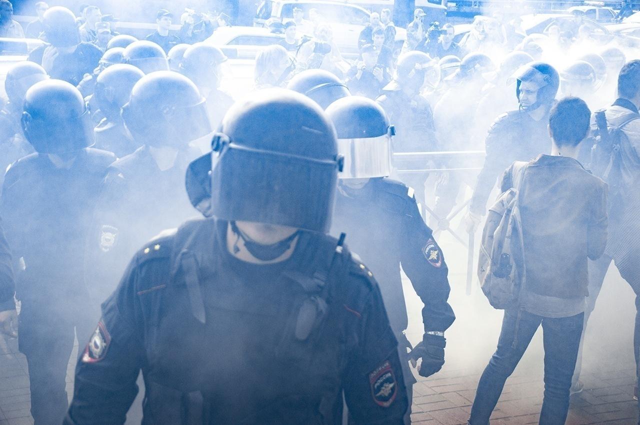 фото ЗакС политика На столичной акции в поддержку хабаровских протестов задерживают случайных прохожих