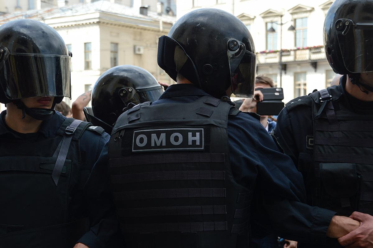 фото ЗакС политика СМИ: Число задержанных в Москве достигло 50 человек