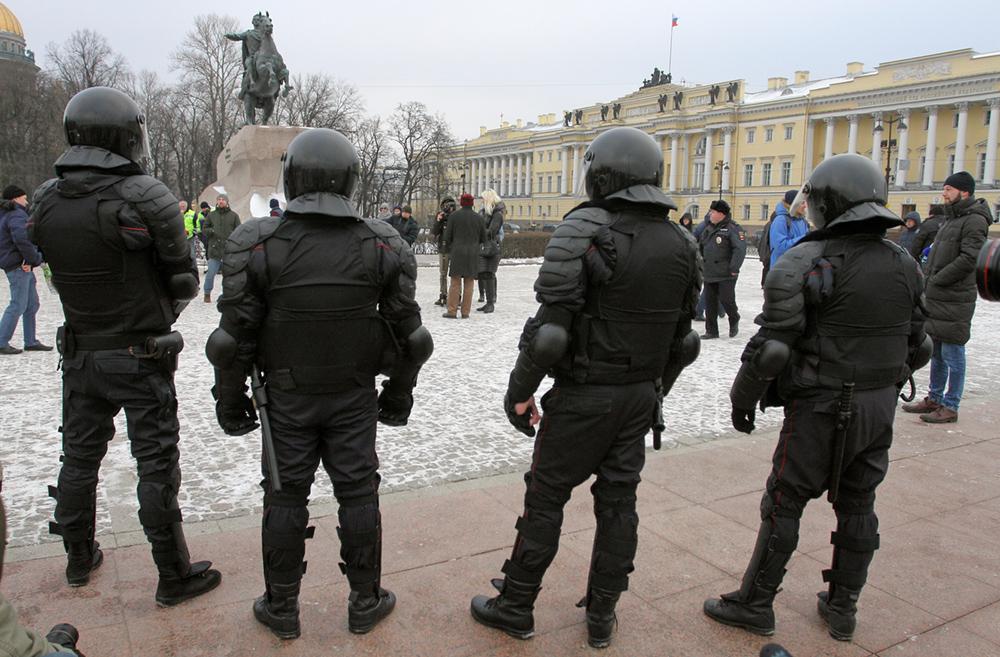 """Активисток """"Весны"""" задержали у петербургского офиса """"Единой России"""""""
