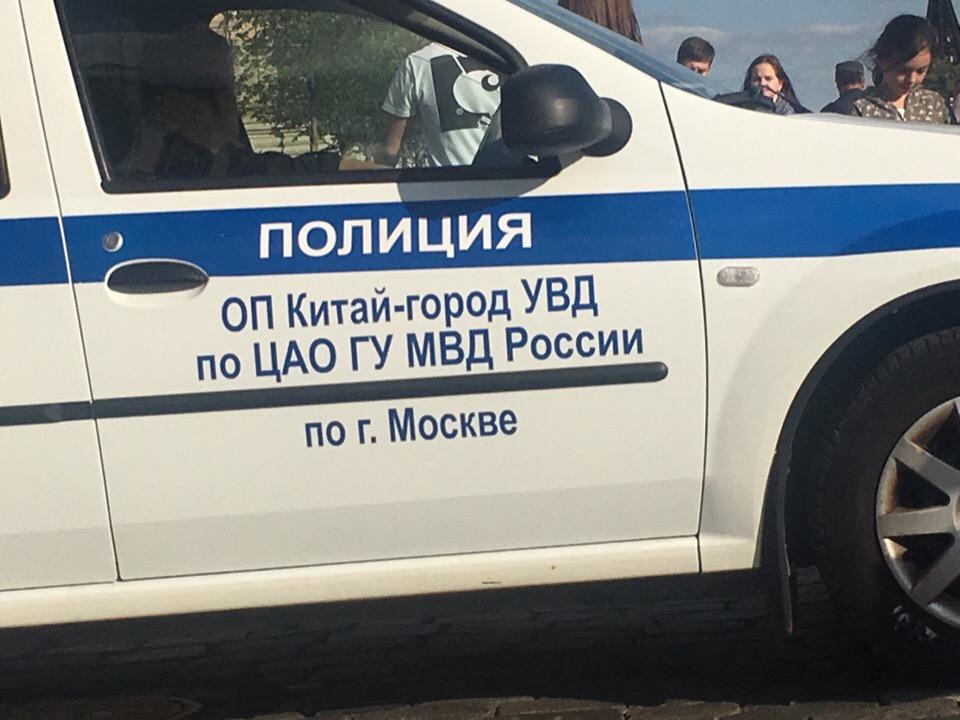 фото ЗакС политика В центре Москвы второй вечер подряд задерживают пикетчиков, вышедших поддержать Сафронова