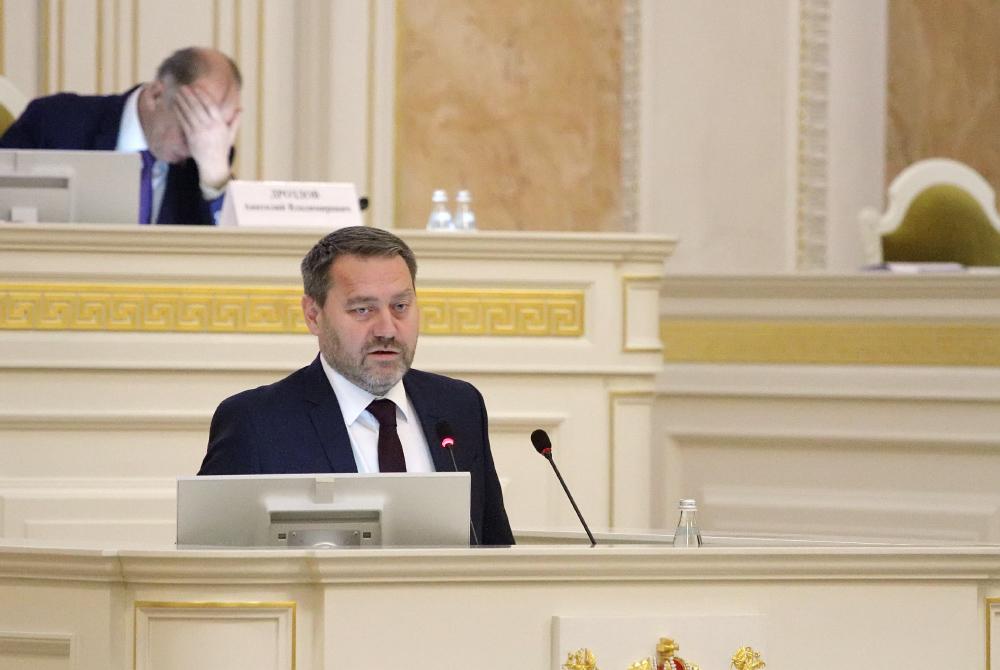 фото ЗакС политика Вице-губернатор Бельский не видит ничего страшного во включении фонариков во дворе