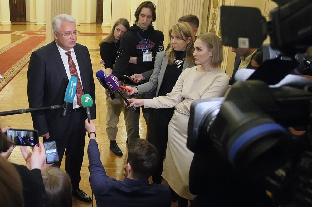 фото ЗакС политика Смольный признал наличие второй волны коронавируса в Петербурге