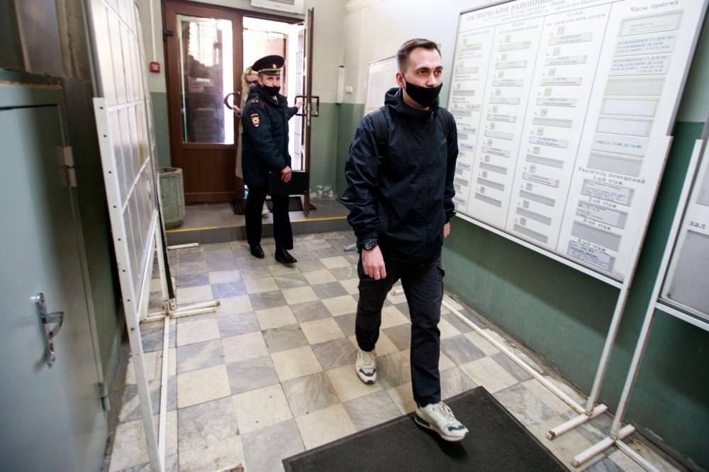 Экс-главу петербургского штаба Навального доставили в суд