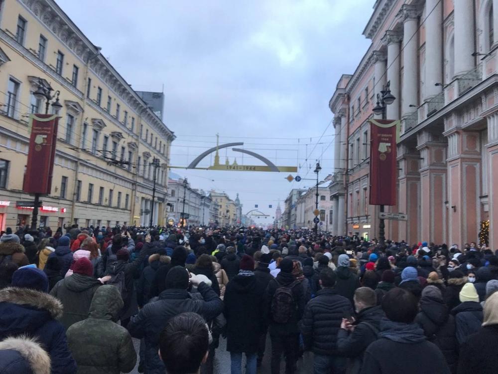 фото ЗакС политика Протестующие в Петербурге вышли на Невский проспект