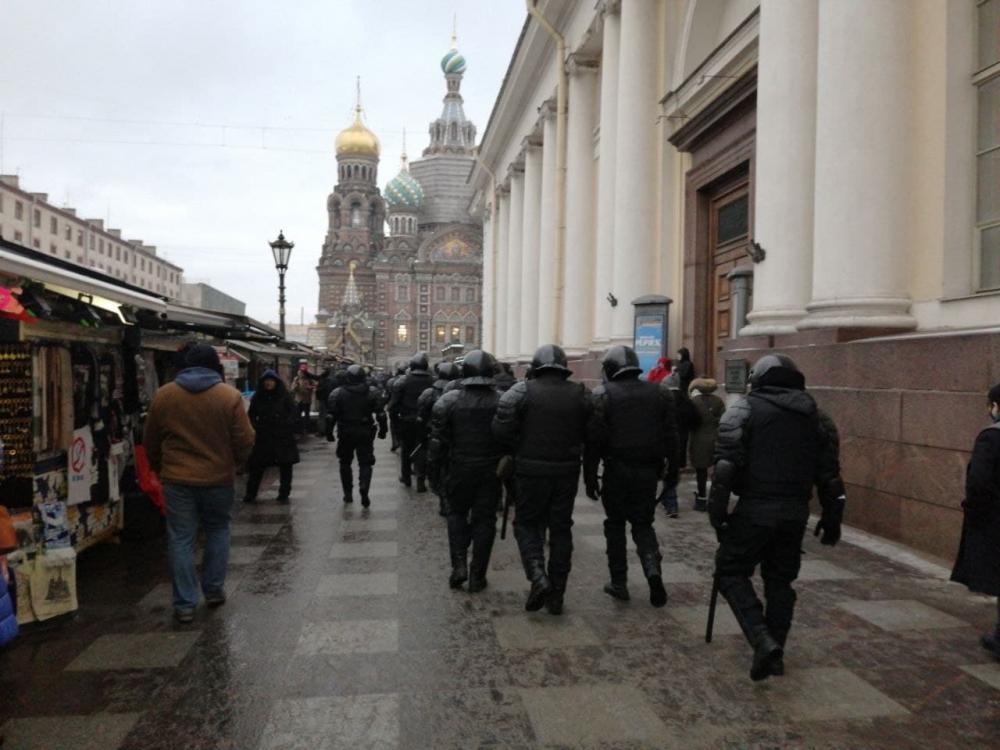 фото ЗакС политика Число задержанных на акциях в поддержку Навального по всей России превысило тысячу человек