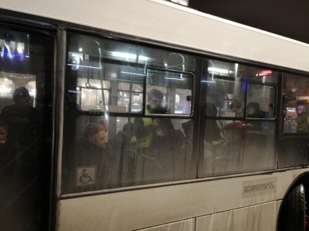 """фото ЗакС политика """"Дождь"""" намерен пожаловаться в СК из-за задержания своего корреспондента в Петербурге"""