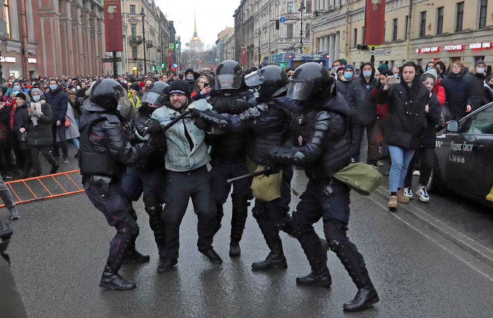 фото ЗакС политика Под аплодисменты коллег думский единоросс хвалил силовиков за работу на митинге 23 января