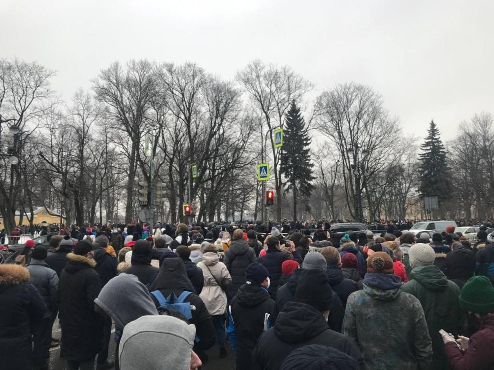 фото ЗакС политика Полиция оттесняет протестующих на Сенатской площади в Петербурге