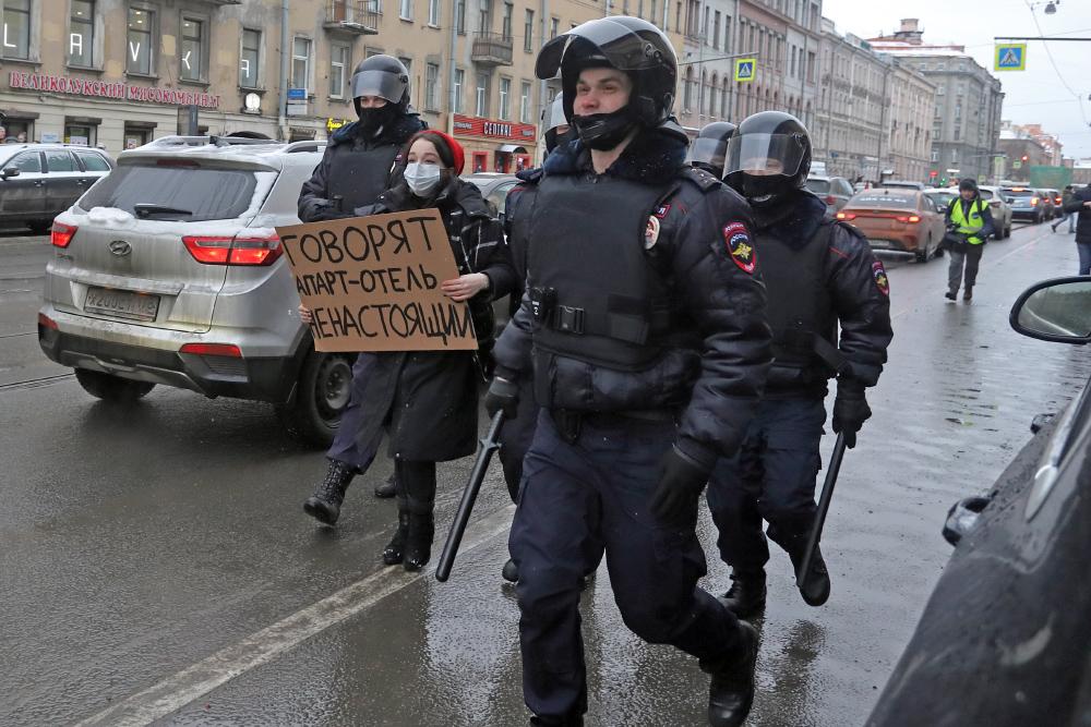 """""""Думай о будущем и спокойствии близких"""": Студентов РГСУ предостерегли от участия в протестах"""
