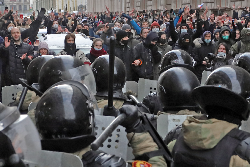 фото ЗакС политика Полиция пыталась поговорить о нападении на курсантку МВД с участвовавшим в протестах петербуржцем